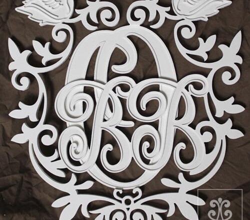 семейный герб с инициалами