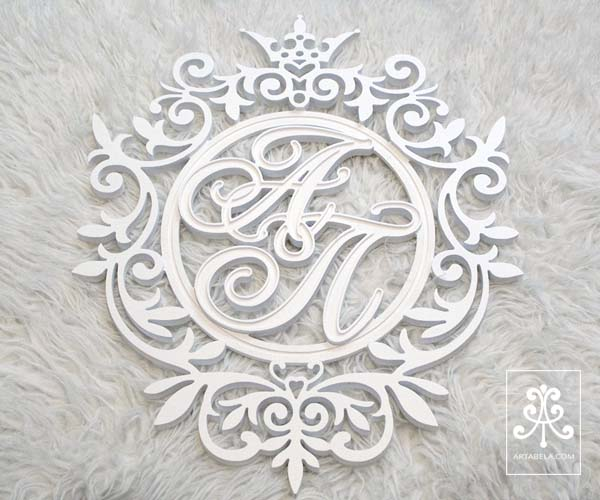 герб с инициалами