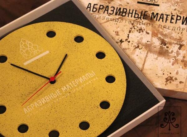 Фирменные настенные часы